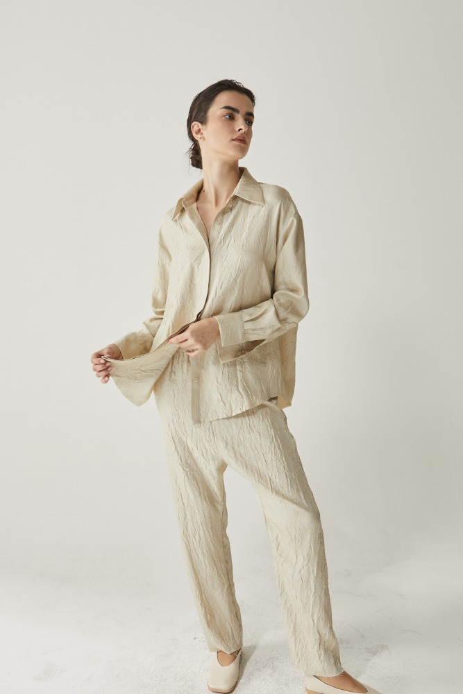 Satin wrinkles shirt in Beige