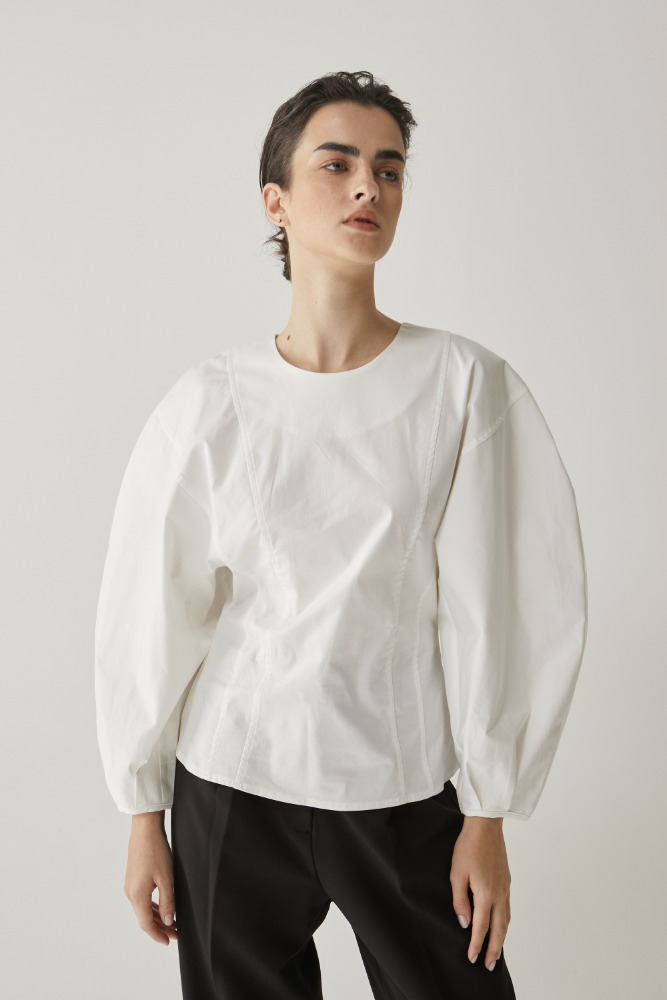 Curve sleeve blouse in off White