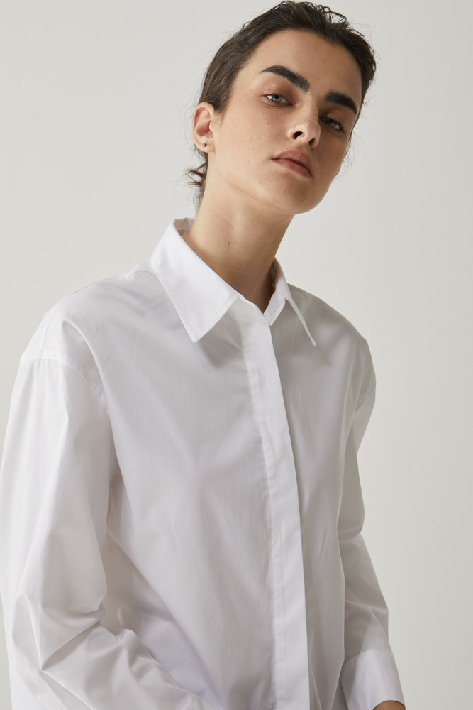 Basic button shirt in off White