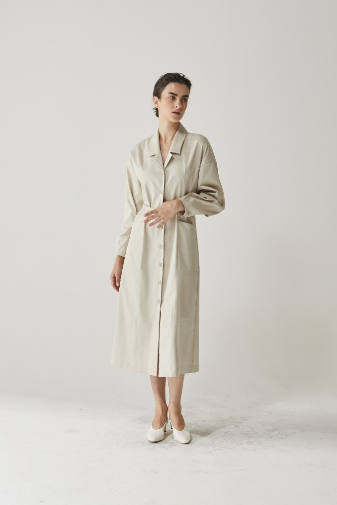 Belt clean span dress in Beige