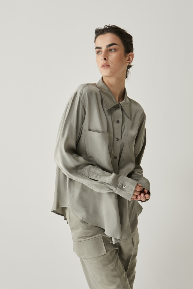 Satin dubble shirt in Grey